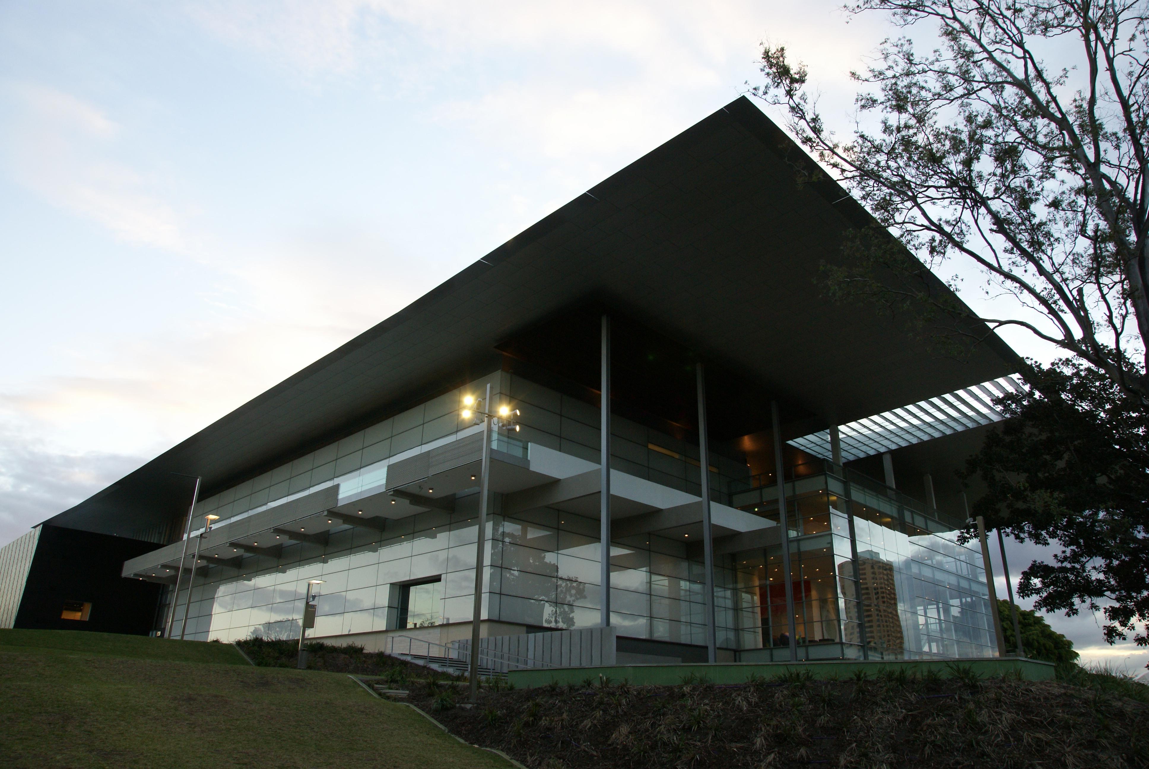 queensland gallery of modern art  u2013 exterior  u2013 raylinc lighting